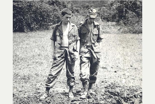 Berny Cox (rechts) während seinem Aktivdienst in Malaya in den 1960ern, als 19 jähriger